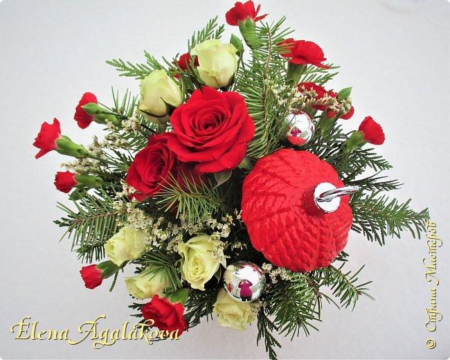 С наступающим Новым годом и Рождеством! Еще немного новогодних композиций из живых цветов от меня для поднятия настроения! Всем желаю здоровья и душевного равновесия! фото 6