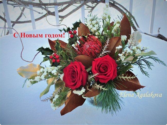 С наступающим Новым годом и Рождеством! Еще немного новогодних композиций из живых цветов от меня для поднятия настроения! Всем желаю здоровья и душевного равновесия!