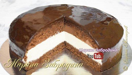 """Готовлю вкусный и красивый домашний шоколадный торт """"Эскимо"""" по проверенному рецепту. Воздушный шоколадный бисквит, пропитанный сиропом, нежный заварной крем и насыщенная шоколадная глазурь. Праздничная домашняя выпечка на вашем столе!  Все Мастер-Классы с большим количеством фото и подробным описанием рецепта есть на моем канале в ДЗЕН - МАРИНА ЗАБРОДИНА  Шоколадный бисквит (форма 23 см): Яйца – 3 шт. + 1 белок Сахар – 130 гр. Мука – 150 гр. Какао – 30 гр. Растительное масло – 60 мл. Разрыхлитель – 1 ч.л. Соль – щепотка  Заварной Крем:  Молоко – 550 гр. Яйцо – 2 шт. + 1 желток Сахар – 120 гр. Ванильный сахар – 2 пакетика (16 гр.) Крахмал кукурузный – 40 гр. Сливочное масло комнатной температуры - 180 гр.  Пропитка: вода - 140 гр. сахар - 80 гр.  Глазурь: Шоколад – 100 гр. Сгущенное молоко - 60 мл. Сахар - 70 гр. Вода - 60 мл. Какао - 15 гр. Желатин 6 гр. + Вода 30 мл.  Видео рецепт Вы можете посмотреть тут. Я как всегда желаю Вам приятного аппетита, готовьте с удовольствием!"""