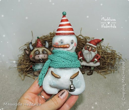 Всем привет!  Хоть Новый год и закончился, все равно покажу вам наборы елочных игрушек ручной работы. Сегодня это компания из Бычка, Деда Мороза и Снеговика. фото 13