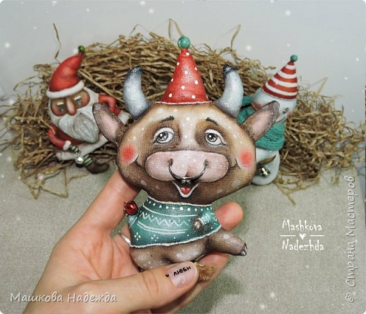 Всем привет!  Хоть Новый год и закончился, все равно покажу вам наборы елочных игрушек ручной работы. Сегодня это компания из Бычка, Деда Мороза и Снеговика. фото 9