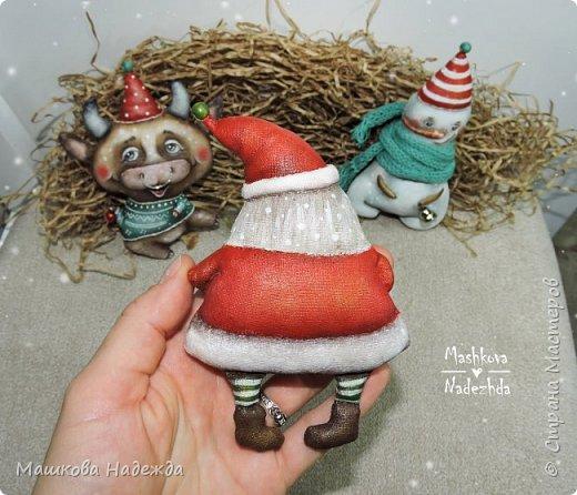 Всем привет!  Хоть Новый год и закончился, все равно покажу вам наборы елочных игрушек ручной работы. Сегодня это компания из Бычка, Деда Мороза и Снеговика. фото 12