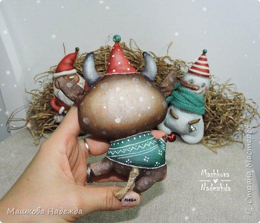 Всем привет!  Хоть Новый год и закончился, все равно покажу вам наборы елочных игрушек ручной работы. Сегодня это компания из Бычка, Деда Мороза и Снеговика. фото 10