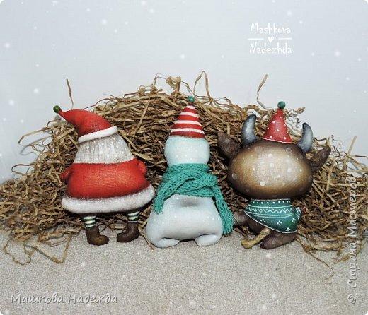 Всем привет!  Хоть Новый год и закончился, все равно покажу вам наборы елочных игрушек ручной работы. Сегодня это компания из Бычка, Деда Мороза и Снеговика. фото 8