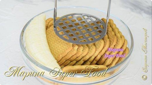Этот простой рецепт домашней выпечки однозначно оценят любители бананов. Нежные, мягкие, сладкие и ароматные конфеты! Рецепт на скорую руку должен понравится вам минимальным набором продуктов!  Все Мастер-Классы с большим количеством фото и подробным описанием рецепта есть на моем канале в ДЗЕН - Марина Super Food  Продукты: бананы - 2 шт. печенье - 260 гр. сахарная пудра  - 2-3 ч.л кокосовая стружка для посыпки сверху  Видео рецепт Вы можете посмотреть тут. Я как всегда желаю Вам приятного аппетита, готовьте с удовольствием!