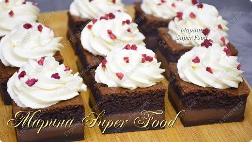 """""""Умное"""" волшебное пирожное или магический пирог. Именно этот десерт мы приготовим сегодня! Волшебным образом жидкое тесто преображается в самый настоящий торт. В идеале состоит он из трех слоев: сверху - воздушный бисквит, посередине - нежнейший заварной крем, а внизу - что-то наподобие плотного желе-запеканки.  Все Мастер-Классы с большим количеством фото и подробным описанием рецепта есть на моем канале в ДЗЕН - Марина Super Food  Тесто (форма 23х23 см): 120 г. муки 180 г. сахара в желтки + 40 г. сахара в белки 5 яйц 650 мл. молока 50 г. какао 150 г. сливочного масла 2 ч.л. ванильного экстракта 1/2 ч.л соли  Крем: 200 мл. сливки 33 % жирности 250 г. сливочного творожного сыра 100 г. сахарной пудры 8 г. ванильного сахара  Видео рецепт Вы можете посмотреть тут. Я как всегда желаю Вам приятного аппетита, готовьте с удовольствием!"""