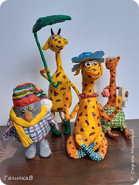 Добрый всем день! Сегодня у меня семейство жирафиков и птиц, не знаю кто. Делала сову, а мне говорят это вороненок. Ну пусть будет вороненок.