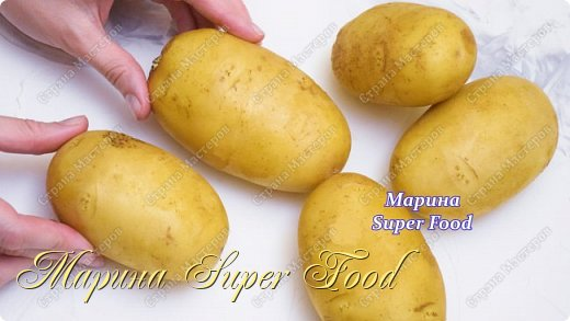 Всем привет! Приготовьте аппетитные картофельные палочки. Получаются вкусные, они хороши вприкуску к горячему супу, но и просто с соусом, как отдельное блюдо, они будут прекрасны. Готовятся картофельные палочки довольно просто и из доступных ингредиентов.  Все Мастер-Классы с большим количеством фото и подробным описанием рецепта есть на моем канале в ДЗЕН - Марина Super Food  Ингредиенты: Картофель 750 г. Черный перец щепотка Паприка 1/2 ч.л Кукурузный крахмал 110 г. Соль 1 ч.л Укроп Сушеный чеснок 1 ч.л Сыр 100 г. Специи для картофеля 1/2 ч.л Масло растительное 20 мл.   фото 1