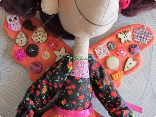 """Приветствую вас, мои давние знакомые. Незнакомым тоже рада! На заглавном фото куклы замечательной мастерицы. Многие с ней знакомы, у некоторых даже есть ее куклы. Узнали руку? Увидела у нее в инстаграмме серию постов с куклами. И влюбилась в ту, которая справа. Она там была в похожем исполнении. Именно такая цветовая подборка меня и зацепила. Неделю собиралась с духом, считала свои финансы, и, наконец, решилась!  Написала, спросила скока стОит. На что получила ответ: """"Я своим (СВОИМ!!!) НЕ продаю!"""" Опа-на? Оказывается, она мне ее подарит. Ну-у-у-у-у... Все мы подарки любим, канешна..... А я что могу предложить? В ответ попросила связать салфетку. Овальную или прямоугольную. Схема - на мой выбор. фото 23"""