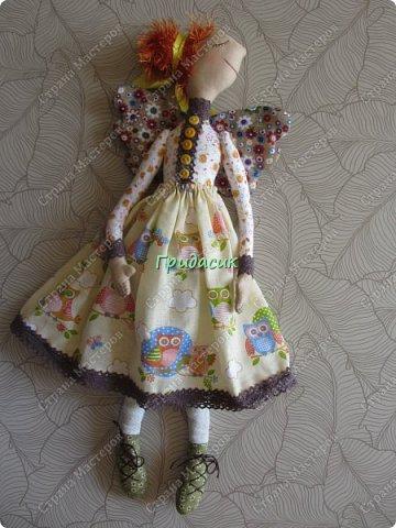 """Приветствую вас, мои давние знакомые. Незнакомым тоже рада! На заглавном фото куклы замечательной мастерицы. Многие с ней знакомы, у некоторых даже есть ее куклы. Узнали руку? Увидела у нее в инстаграмме серию постов с куклами. И влюбилась в ту, которая справа. Она там была в похожем исполнении. Именно такая цветовая подборка меня и зацепила. Неделю собиралась с духом, считала свои финансы, и, наконец, решилась!  Написала, спросила скока стОит. На что получила ответ: """"Я своим (СВОИМ!!!) НЕ продаю!"""" Опа-на? Оказывается, она мне ее подарит. Ну-у-у-у-у... Все мы подарки любим, канешна..... А я что могу предложить? В ответ попросила связать салфетку. Овальную или прямоугольную. Схема - на мой выбор. фото 26"""