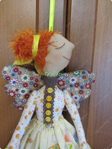 """Приветствую вас, мои давние знакомые. Незнакомым тоже рада! На заглавном фото куклы замечательной мастерицы. Многие с ней знакомы, у некоторых даже есть ее куклы. Узнали руку? Увидела у нее в инстаграмме серию постов с куклами. И влюбилась в ту, которая справа. Она там была в похожем исполнении. Именно такая цветовая подборка меня и зацепила. Неделю собиралась с духом, считала свои финансы, и, наконец, решилась!  Написала, спросила скока стОит. На что получила ответ: """"Я своим (СВОИМ!!!) НЕ продаю!"""" Опа-на? Оказывается, она мне ее подарит. Ну-у-у-у-у... Все мы подарки любим, канешна..... А я что могу предложить? В ответ попросила связать салфетку. Овальную или прямоугольную. Схема - на мой выбор. фото 36"""