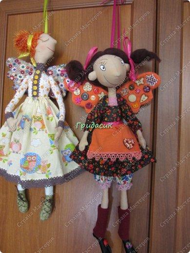 """Приветствую вас, мои давние знакомые. Незнакомым тоже рада! На заглавном фото куклы замечательной мастерицы. Многие с ней знакомы, у некоторых даже есть ее куклы. Узнали руку? Увидела у нее в инстаграмме серию постов с куклами. И влюбилась в ту, которая справа. Она там была в похожем исполнении. Именно такая цветовая подборка меня и зацепила. Неделю собиралась с духом, считала свои финансы, и, наконец, решилась!  Написала, спросила скока стОит. На что получила ответ: """"Я своим (СВОИМ!!!) НЕ продаю!"""" Опа-на? Оказывается, она мне ее подарит. Ну-у-у-у-у... Все мы подарки любим, канешна..... А я что могу предложить? В ответ попросила связать салфетку. Овальную или прямоугольную. Схема - на мой выбор. фото 1"""