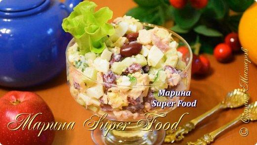 Очень простой салат с консервированной фасолью, но при этом вкусный и сытный. В составе также будет нежная куриная грудка, воздушные вареные яйца и хрустящий огурец. Попробуйте!  Все Мастер-Классы с большим количеством фото и подробным описанием рецепта есть на моем канале в ДЗЕН - Марина Super Food  Ингредиенты: Фасоль консервированная 300 граммов Куриная грудка 250 граммов Огурец 250 граммов Сыр 200 граммов Яйца куриные 3 штуки Майонез 4 столовые ложки Укроп 1 пучок Поваренная соль 0.25 чайной ложки Перец черный молотый 1 щепотка  Видео рецепт Вы можете посмотреть тут. Я как всегда желаю Вам приятного аппетита, готовьте с удовольствием!