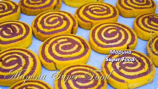 """Сегодня предлагаю интересный рецепт выпечки в домашних условиях – приготовим полосатое песочное печенье """"Серпантин"""". Оно не только  вкусное, но и красивое.  Все Мастер-Классы с большим количеством фото и подробным описанием рецепта есть на моем канале в ДЗЕН - Марина Super Food  Ингредиенты: 100 г. сливочного масла 80 г. сахара 1 яйцо 2 ст.л какао щепотка соли 4 г. ванильного сахара 1 ч.л корицы молотой 200 г. муки 1/2 ч.л разрыхлителя  Видео рецепт Вы можете посмотреть тут. Я как всегда желаю Вам приятного аппетита, готовьте с удовольствием!"""