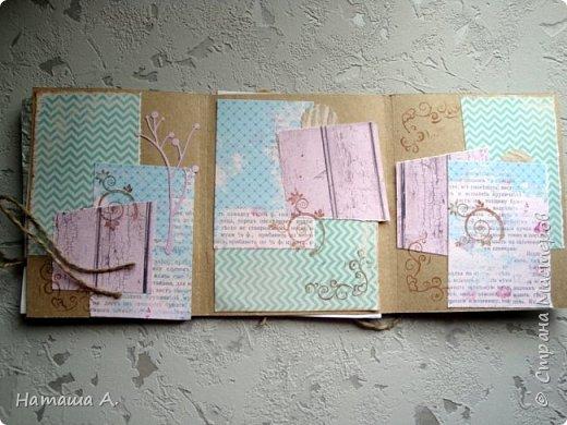 Давайте согласимся, каким бы видом творчества мы не занимались, а порой просто по принципу: пригодится, когда-нибудь, в нас живет хомяк. Большой или маленький, или средний. Много ли у вас занимает места различный творческий мусор, который жалко выбросить, в надежде, что он когда-то пригодится? Обрезки ткани, остатки бумаги, в том числе, и скрап бумаги, картинки, буклеты, ленточки, баночки, коробочки и тому подобное? Если вы до сих пор не нашли применение этому богатству, то, может быть, вы поддержите идею блокнота-альбома, который хоть частично поможет найти достойное применение творческому мусору и конечно не только мусору в прямом понимании.  Я покажу некоторые свои работы блокноты, тревелбуки,  альбомы, сделанные из остатков различного материала, проще сказать мусора. фото 19