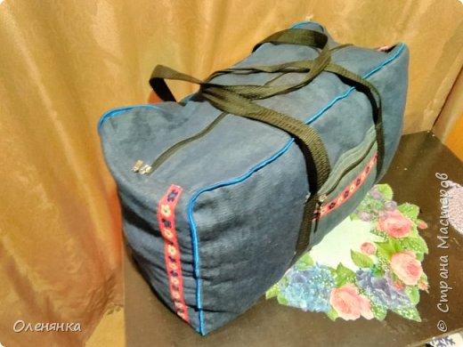 Здравствуйте жители страны! Пошилась у меня такая удобная сумка  для  поездок  в деревню. Размер точно не укажу можно прировнять к средней спортивной сумке.