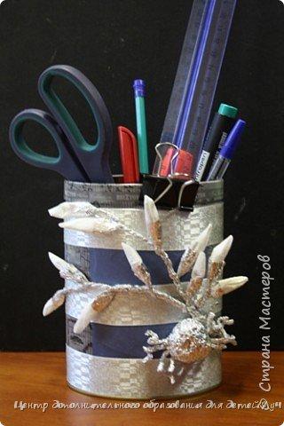 Органайзер изготовлен из старой жестяной банки из-под чая. Главными украшающими съемными элементами являются четыре времени года, изготовленные в технике моделирования из фольги.  фото 1