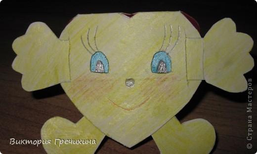 На день смайлика я сначала решила сделать смайлик из бисера, но потом вспомнила что есть такой мастер-класс http://stranamasterov.ru/node/149612?c=favorite_c и решила сделать свой смайлик-девочку! фото 1
