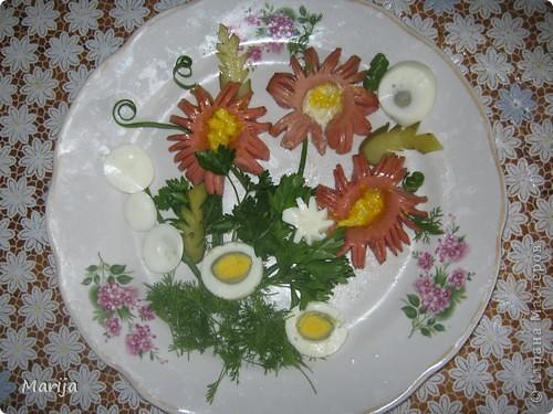 Даже из простых продуктов можно выполнить цветочную композицию. Для этого нужно иметь фантазию и желание. фото 1