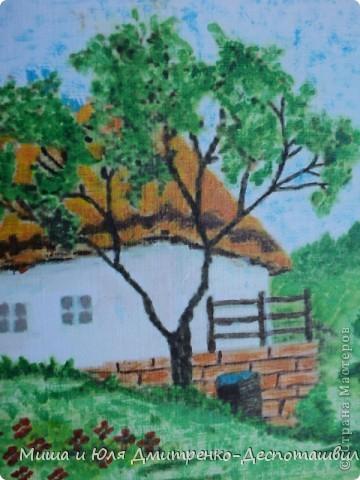 Приезжайте в деревню на лето Отыщите там свой уголок, Скромный домик, оставленный кем-то, В кухне печь, невысок потолок, Три окошка, крылечко простое Вас с любовью всегда приютят, К вам на дерево с кроной густою Ваши птицы весной прилетят. Вас под утро разбудят их трели, Сладкий воздух ворвётся в окно. Вы такой вкусной каши не ели, Так легко не дышали давно...  (Шаламонова Елена) фото 2