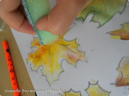 """Осень, когда осыпался с деревьев золотой лист, родились у старой зайчихи на болоте три аленьких зайчонка. Называют охотники осенних зайчат листопадничками. Каждое утро смотрели зайчата, как разгуливаю журавли по зеленому болоту, как учатся летать долговязые журавлята. - Вот бы и мне так полетать, - сказал матери самый маленький зайчонок. - Не говори глупости! – строго ответила старая зайчиха. – Разве зайцам полагается летать? (Иван СОКОЛОВ-МИКИТОВ, отрывок из сказки """"Листопадничек"""") фото 3"""