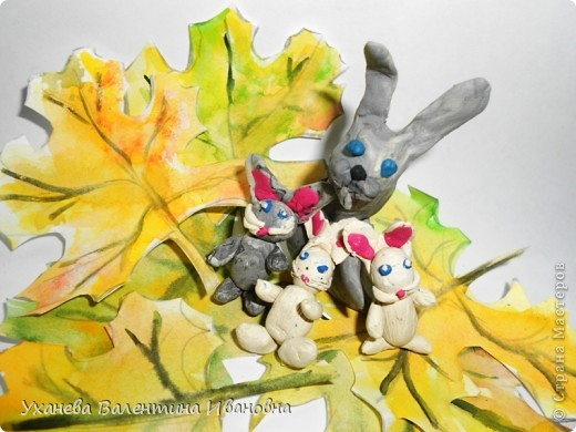 """Осень, когда осыпался с деревьев золотой лист, родились у старой зайчихи на болоте три аленьких зайчонка. Называют охотники осенних зайчат листопадничками. Каждое утро смотрели зайчата, как разгуливаю журавли по зеленому болоту, как учатся летать долговязые журавлята. - Вот бы и мне так полетать, - сказал матери самый маленький зайчонок. - Не говори глупости! – строго ответила старая зайчиха. – Разве зайцам полагается летать? (Иван СОКОЛОВ-МИКИТОВ, отрывок из сказки """"Листопадничек"""") фото 1"""