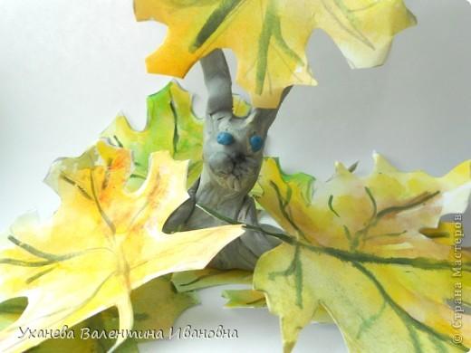 """Осень, когда осыпался с деревьев золотой лист, родились у старой зайчихи на болоте три аленьких зайчонка. Называют охотники осенних зайчат листопадничками. Каждое утро смотрели зайчата, как разгуливаю журавли по зеленому болоту, как учатся летать долговязые журавлята. - Вот бы и мне так полетать, - сказал матери самый маленький зайчонок. - Не говори глупости! – строго ответила старая зайчиха. – Разве зайцам полагается летать? (Иван СОКОЛОВ-МИКИТОВ, отрывок из сказки """"Листопадничек"""") фото 5"""