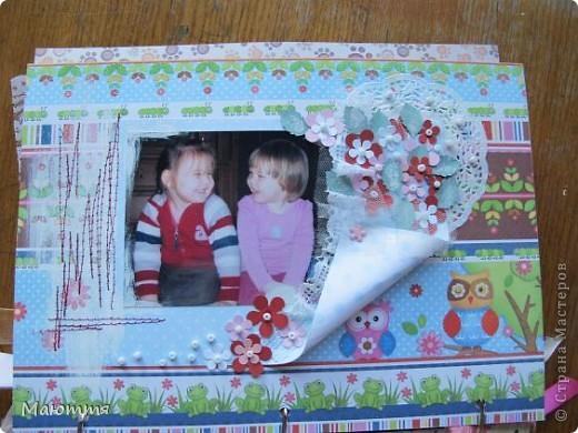 Вот такой альбом я сделала про своих младших дочек-сестричек. Давно лежали распечатанные фотки, но конкурс подстегнул творческий процесс))) Альбомчик всего на 4 фотки, но в них целая история! Сейчас поймете о чем я))  Одна из девочек  - приемная фото 6