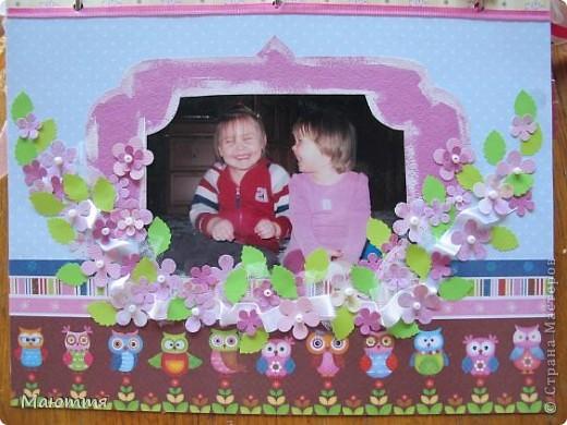 Вот такой альбом я сделала про своих младших дочек-сестричек. Давно лежали распечатанные фотки, но конкурс подстегнул творческий процесс))) Альбомчик всего на 4 фотки, но в них целая история! Сейчас поймете о чем я))  Одна из девочек  - приемная фото 8