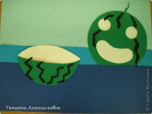"""Ребята из студии """"Журавлик"""" так представили себе тему дня арбуза. В жаркую погоду арбуз самый лучший водный транспорт. Арбузы ведь не тонут. фото 2"""