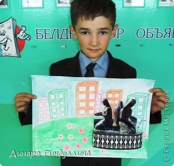 Наш город маленький. Но несмотря на это, в нашем городе тоже есть фонтан. Поэтому Урал решил изобразить в своей работе городской фонтан. фото 7