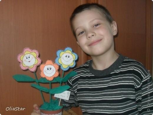 8 июля - празднуется молодой, но символичный праздник - День семьи. Всероссийский день семьи, любви и верности впервые отмечался в 2008 году, который был объявлен годом семьи. У нового семейного праздника уже есть медаль и очень нежный символ — ромашка. фото 8