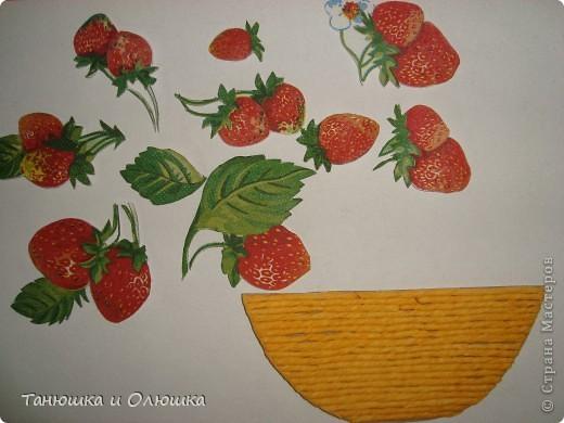 Мне выпал день ягодного изобилия.И я решила сделать такую клубничку,потому что я ее очень люблю.  Сладка ягода на грядке  Расселилась без оглядки,  Длинным усиком-рукою  Наделила всех землею -  Пышно барыньки сидят,  Белым цветом веселят!  Красна ягода зарделась  Сладким соком налилась  Что за ягода созрела,  А? Клубникой назвалась!  фото 3