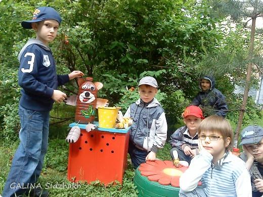Вот такое чудо-уголок на своей площадке! Детям нравится очень медвежонок и улей. И даже прилетели пчелки! фото 2