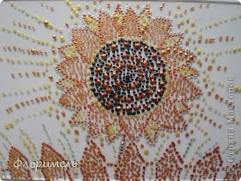 Картина выполнена в технике контурной росписи по стеклу. Пробовали разную цветную бумагу для фона (под стекло). В итоге Миша остановился на этом варианте. фото 2