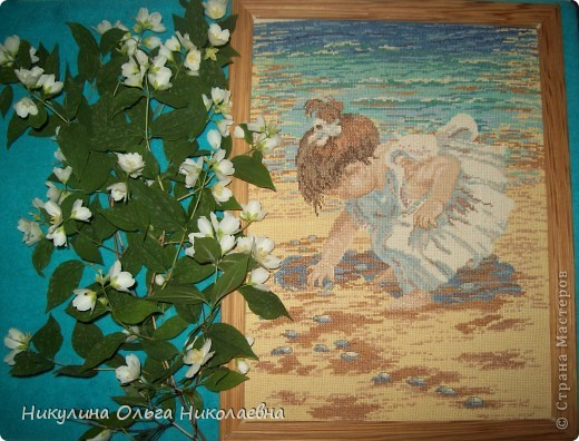 """День любования красотой. Красота цветущих растений завораживает и умиротворяет.Мне  особенно нравится цветущий жасмин. Невесомая нежная прелесть. А о красоте этой картины и ребёнка, изображённого на ней, можно поспорить. Известный римский оратор и политик Цецерон сказал : """"Каждому своё красиво"""". Поэтому очень люблю стихотворение Николая Заболоцкого """"Некрасивая девочка"""". фото 1"""