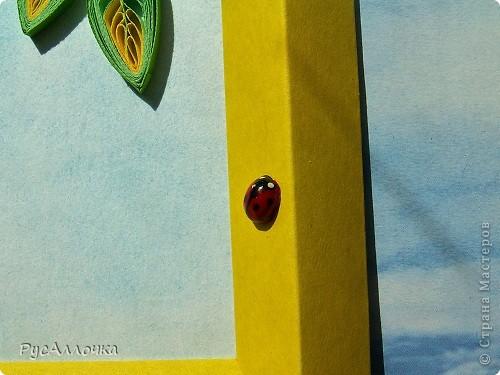 """Первый осенний месяц сентябрь назывался на Руси """"Листопадом"""", имел он и другое название - """"Ревун"""", потому что именно в сентябре начинались холодные осенние ветры. Но в середине-конце сентября ждали наступления тихого и солнечного """"бабьего лета"""", когда солнце греет еще по-летнему, но утренние холода уже дают о себе знать, оно длилось всего неделю. В народе говорили: в сентябре одна ягода, да и та горькая рябина. Вот мы с дочкой Ульяной и решили сделать эти осенние ягодки, а заодно и научить ее технике квиллинг. фото 3"""