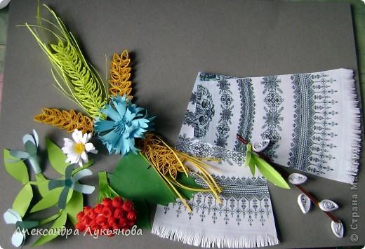 В своей работе я хочу рассказать о цветах и растениях в украинских традициях и культуре. Испокон веков уважают в Украине цветы. Нет ни одного украинского дома, около которого заботливые руки хозяйки не устроили бы яркие цветочные островки. Они милуют глаз, нежно волнуют душу, крепко привязывают наши сердца к родительскому дому. фото 3