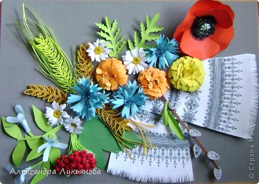 В своей работе я хочу рассказать о цветах и растениях в украинских традициях и культуре. Испокон веков уважают в Украине цветы. Нет ни одного украинского дома, около которого заботливые руки хозяйки не устроили бы яркие цветочные островки. Они милуют глаз, нежно волнуют душу, крепко привязывают наши сердца к родительскому дому. фото 4
