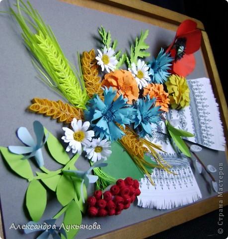 В своей работе я хочу рассказать о цветах и растениях в украинских традициях и культуре. Испокон веков уважают в Украине цветы. Нет ни одного украинского дома, около которого заботливые руки хозяйки не устроили бы яркие цветочные островки. Они милуют глаз, нежно волнуют душу, крепко привязывают наши сердца к родительскому дому. фото 5