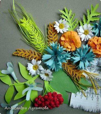 В своей работе я хочу рассказать о цветах и растениях в украинских традициях и культуре. Испокон веков уважают в Украине цветы. Нет ни одного украинского дома, около которого заботливые руки хозяйки не устроили бы яркие цветочные островки. Они милуют глаз, нежно волнуют душу, крепко привязывают наши сердца к родительскому дому. фото 7