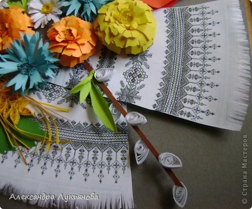 В своей работе я хочу рассказать о цветах и растениях в украинских традициях и культуре. Испокон веков уважают в Украине цветы. Нет ни одного украинского дома, около которого заботливые руки хозяйки не устроили бы яркие цветочные островки. Они милуют глаз, нежно волнуют душу, крепко привязывают наши сердца к родительскому дому. фото 9
