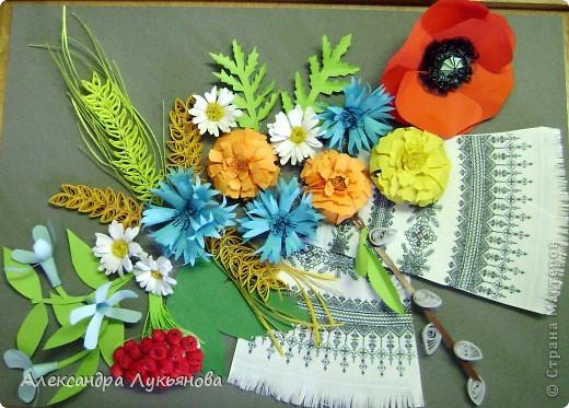 В своей работе я хочу рассказать о цветах и растениях в украинских традициях и культуре. Испокон веков уважают в Украине цветы. Нет ни одного украинского дома, около которого заботливые руки хозяйки не устроили бы яркие цветочные островки. Они милуют глаз, нежно волнуют душу, крепко привязывают наши сердца к родительскому дому. фото 1