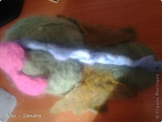 """Предлагаю вашему вниманию две мягкие игрушки  из шерсти. Их я сделала моим младшим сестрам на День Защиты Детей.Лере-дракона, а Василисе-куколку. Правда, Лера их нашла сегодня, и поэтому они раньше срока попали в руки мелким.Но вот в чем я ошиблась: Куклу надо было делать на подобии Маши из любимого Васиного мультика """"Маша и Медведь"""". Но сестры остались довольны. фото 3"""