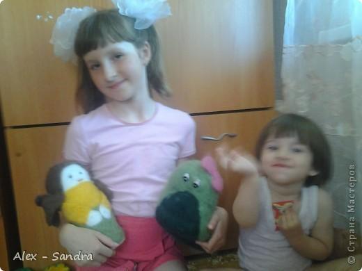 """Предлагаю вашему вниманию две мягкие игрушки  из шерсти. Их я сделала моим младшим сестрам на День Защиты Детей.Лере-дракона, а Василисе-куколку. Правда, Лера их нашла сегодня, и поэтому они раньше срока попали в руки мелким.Но вот в чем я ошиблась: Куклу надо было делать на подобии Маши из любимого Васиного мультика """"Маша и Медведь"""". Но сестры остались довольны. фото 7"""