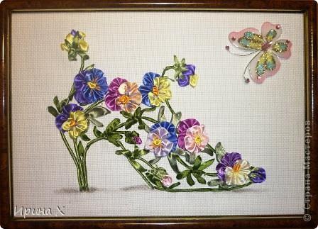 Мне выпал день Анютиных глазок. Я решила попробовать вышить цветы алассными лентами. Цветочки очень красивые, летом во дворе у меня их огромная разноцветная клумба. Опыт вышивания лентами у меня очень скромный, я только делаю первые шаги.  фото 4