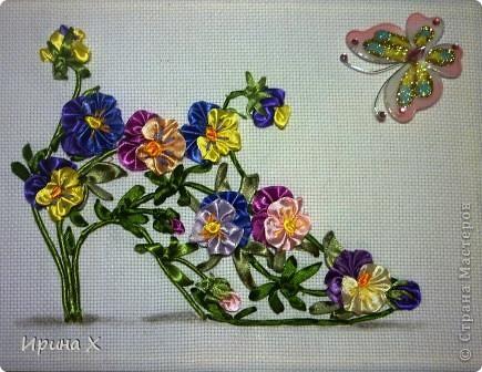 Мне выпал день Анютиных глазок. Я решила попробовать вышить цветы алассными лентами. Цветочки очень красивые, летом во дворе у меня их огромная разноцветная клумба. Опыт вышивания лентами у меня очень скромный, я только делаю первые шаги.  фото 1