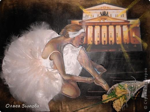"""Слово """"балет"""" произошло от латинского слова """"Ва11о"""" -""""танцую"""". Балет - это театральное представление, в котором с помощью танца показывают какую-нибудь историю. Балетные представления появились в конце XV в. в Италии. Во Франции даже короли танцевали в балетах. В России он появился в XVIII в. и сразу стал любимым представлением при дворе. А после того, как при Московском Воспитательном доме была открыта балетная школа, началась эпоха великого русского балета. Артисты русского балета считаются лучшими в мире фото 7"""