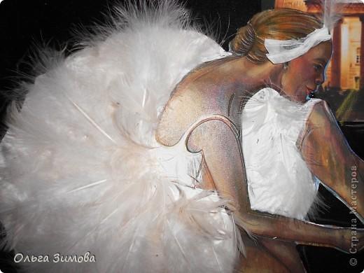 """Слово """"балет"""" произошло от латинского слова """"Ва11о"""" -""""танцую"""". Балет - это театральное представление, в котором с помощью танца показывают какую-нибудь историю. Балетные представления появились в конце XV в. в Италии. Во Франции даже короли танцевали в балетах. В России он появился в XVIII в. и сразу стал любимым представлением при дворе. А после того, как при Московском Воспитательном доме была открыта балетная школа, началась эпоха великого русского балета. Артисты русского балета считаются лучшими в мире фото 2"""