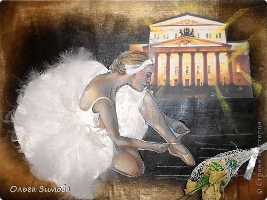 """Слово """"балет"""" произошло от латинского слова """"Ва11о"""" -""""танцую"""". Балет - это театральное представление, в котором с помощью танца показывают какую-нибудь историю. Балетные представления появились в конце XV в. в Италии. Во Франции даже короли танцевали в балетах. В России он появился в XVIII в. и сразу стал любимым представлением при дворе. А после того, как при Московском Воспитательном доме была открыта балетная школа, началась эпоха великого русского балета. Артисты русского балета считаются лучшими в мире фото 1"""